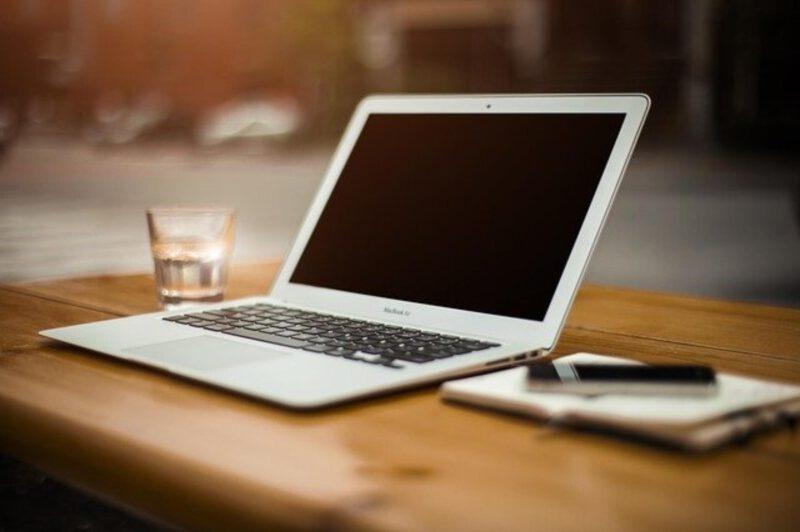 Czym kierować się przy kupnie laptopa